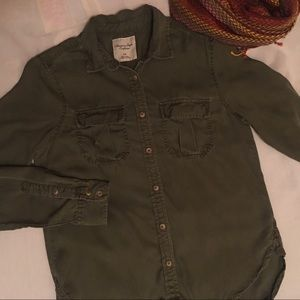 AEO ButtonUp Top Hi-Lo & Rounded Olive L/S Small